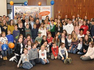 Gutes tun – Stiftungen der Volksbank Eifel eG machen sich für Kinder und Jugendliche vor Ort stark